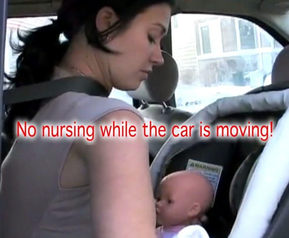 dar teta en el coche
