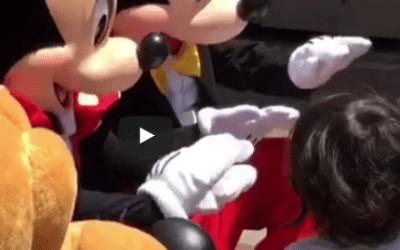 Todos deberíamos conocer las lenguas de signos, ¡incluso Mickey y Minnie!