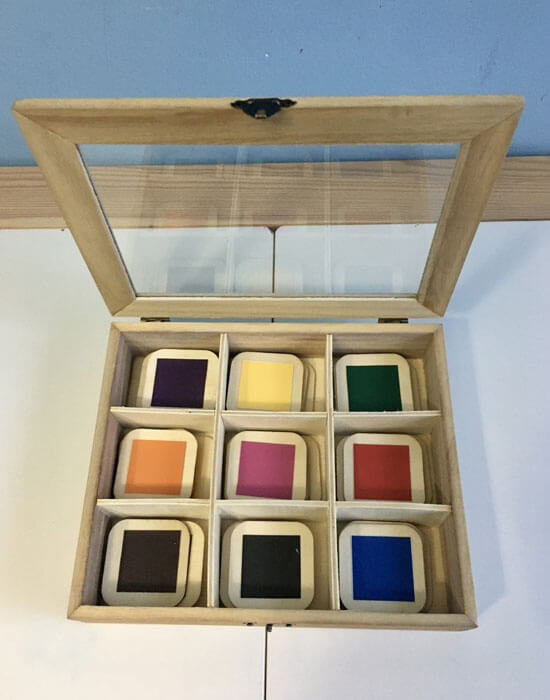 Muestra de la caja de color número 3 montessori hecha a mano